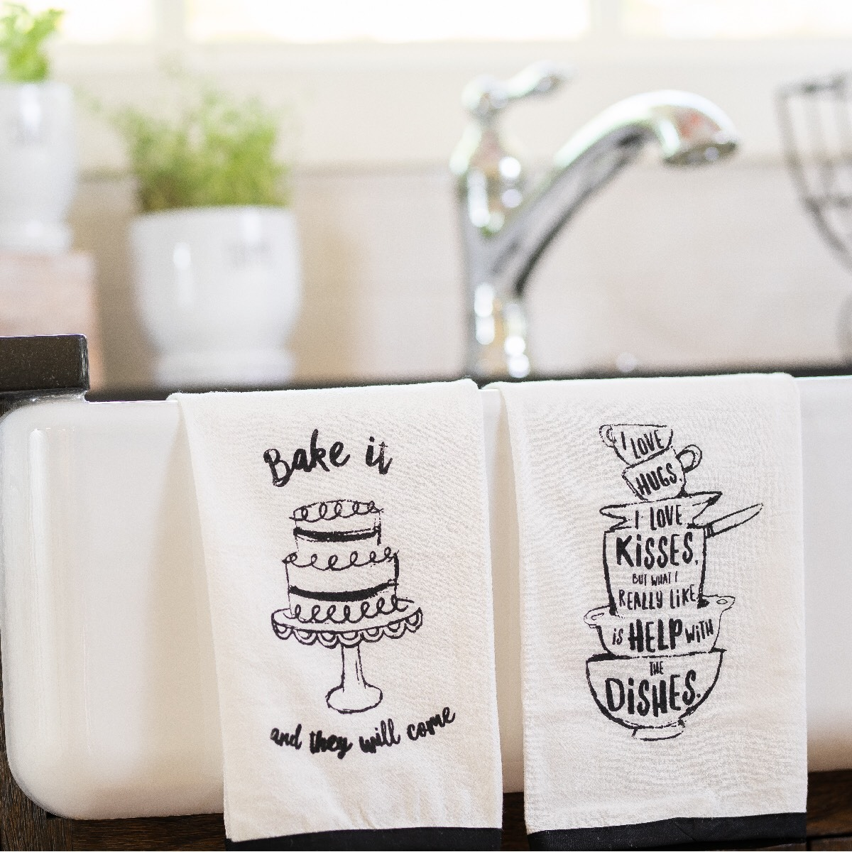 DIY Screen Printing Farmhouse Style Tea Towels for Your Home